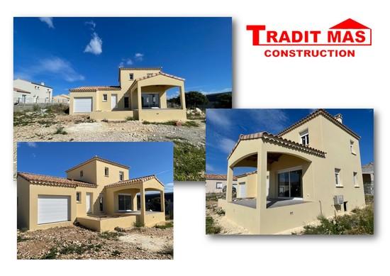 Construction à demi-étage, toiture multi pans